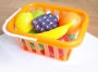 Фрукты-овощи в корзине для игр на улице